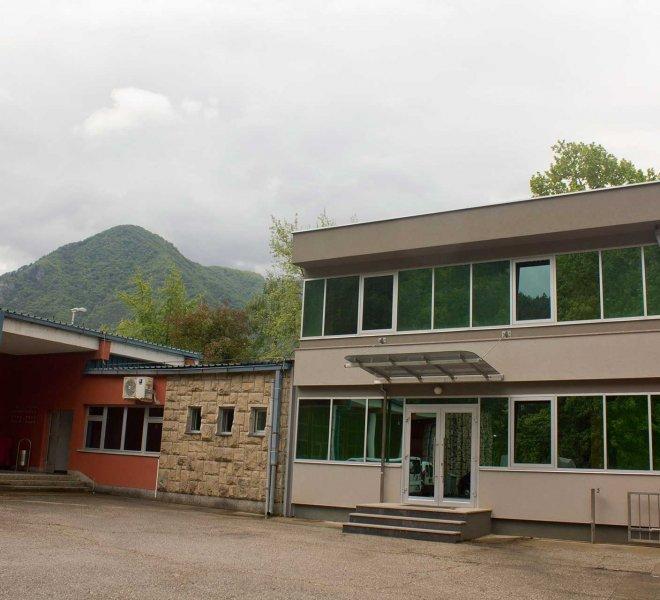 Ulazna-kapija-Upravna-zgrada-HE-Jablanica-izgradnja